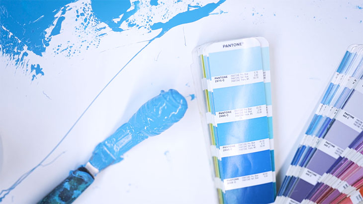 Mixed screen printing ink compared next to its matching Pantone color.