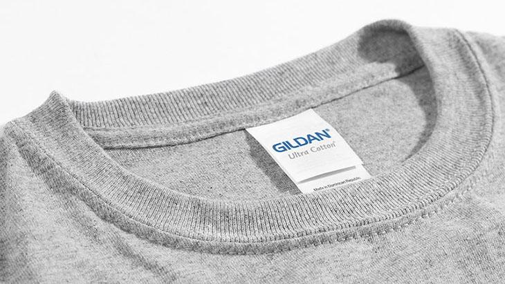 A detail image of the collar of the Gildan Ultra Cotton Tee.